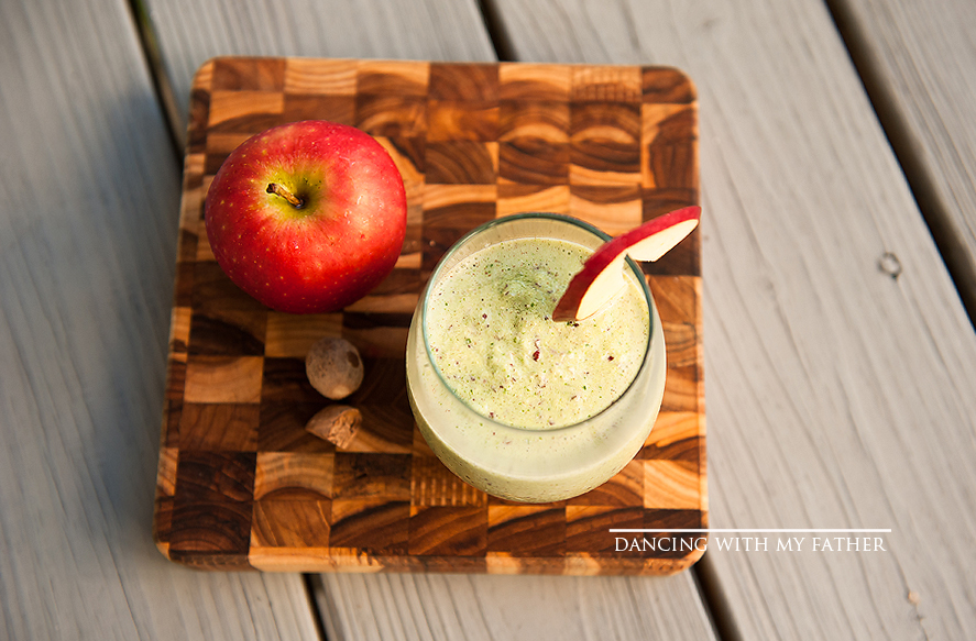 APPLE PIE GREEN SMOOTHIE dancing with my father b