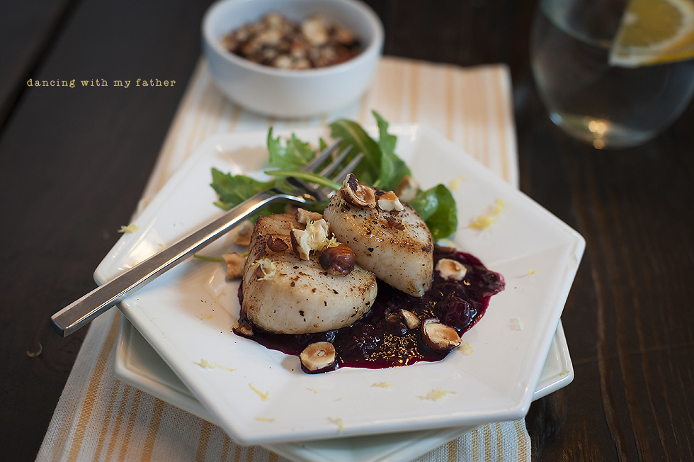 seared scallops with blueberry compote_2