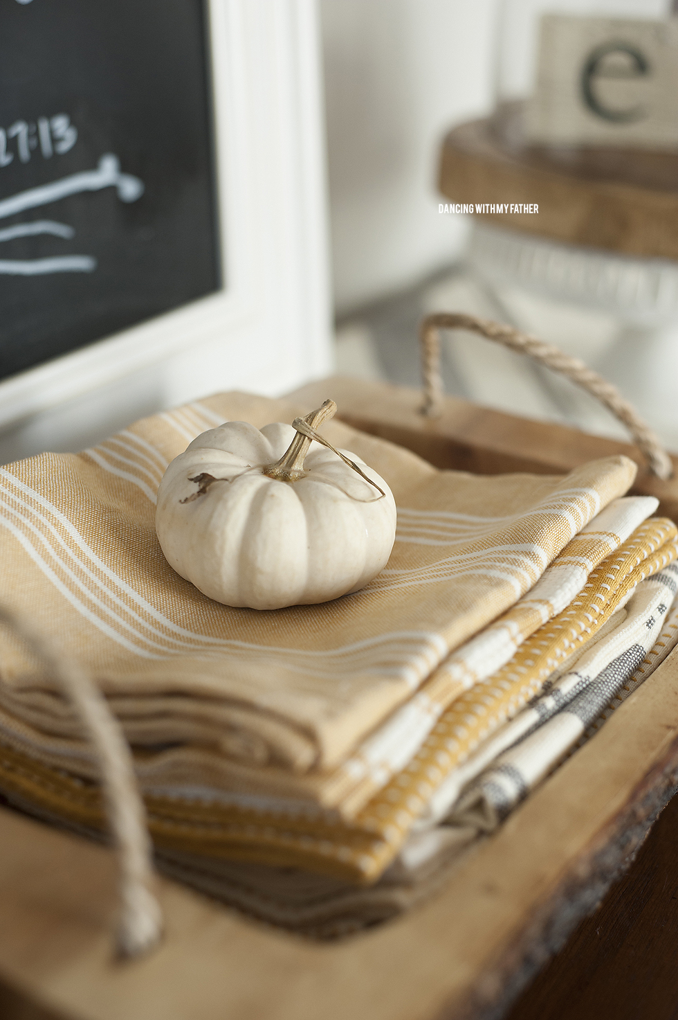 autumn_decor_ideas_angela_sackett_b