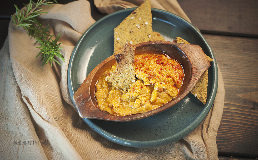 grain_free_hummus_and_crackers