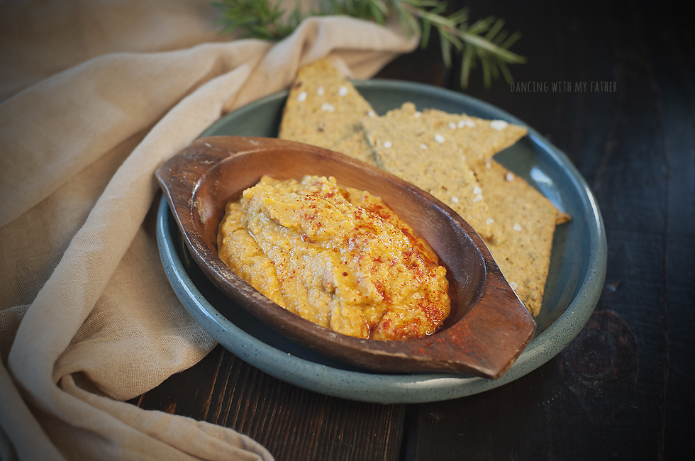 paleo_raisin_crackers_and_paleo_hummus
